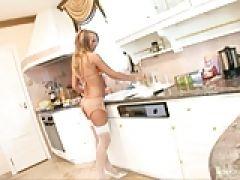 Fickrige Hausfrau will zwei Kolben