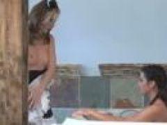 Lesben Sex in der Badewanne