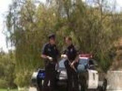 Geiler Polizist fickt Asia Thai Schlampe